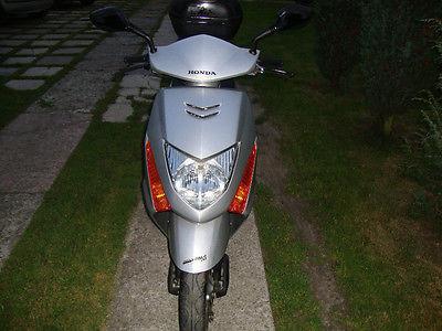 Honda LEAD SCV 100 ze Szwajcarii