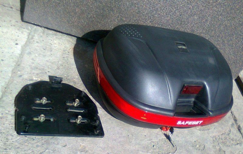Kufer motocyklowy na zamek, dwa kluczyki, jak nowy, plus płyta